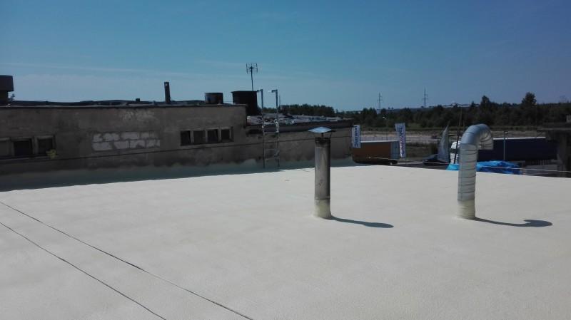 Izolacja natryskową pianką PUR dachu płaskiego hali - Mazowieckie